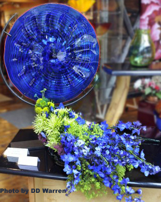 Art in Bloom 2011 Art and floral arrangement pairing