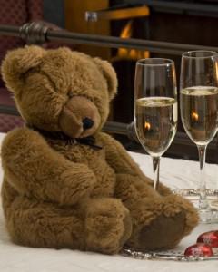 bear & glasses of cider